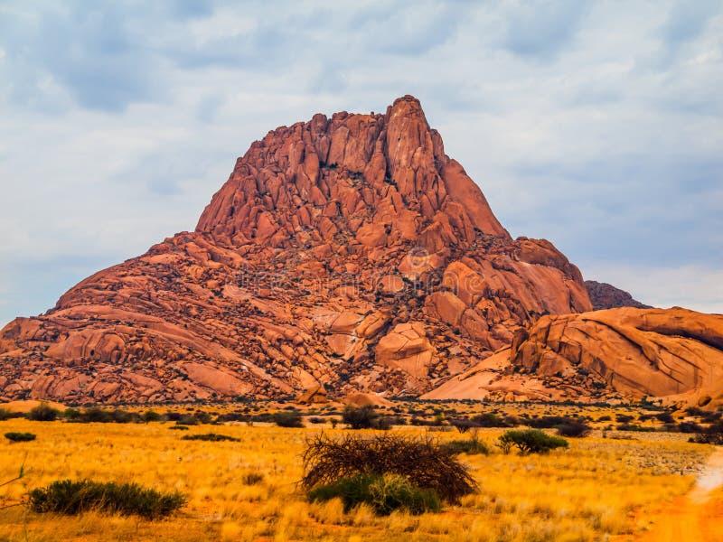 Montagna di Spitskoppe in Namibia fotografia stock libera da diritti