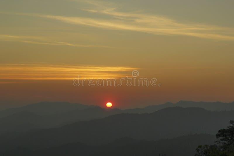 Montagna di tramonto immagini stock