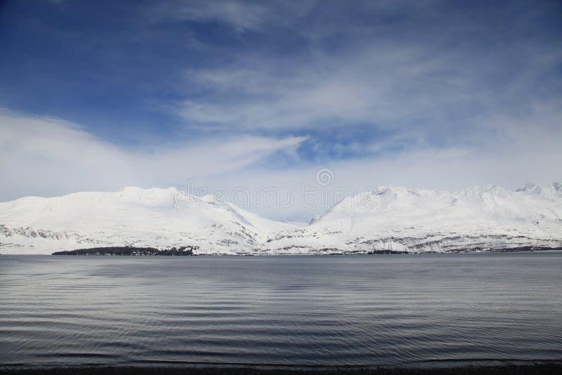 Montagna e mare, Alaska fotografie stock