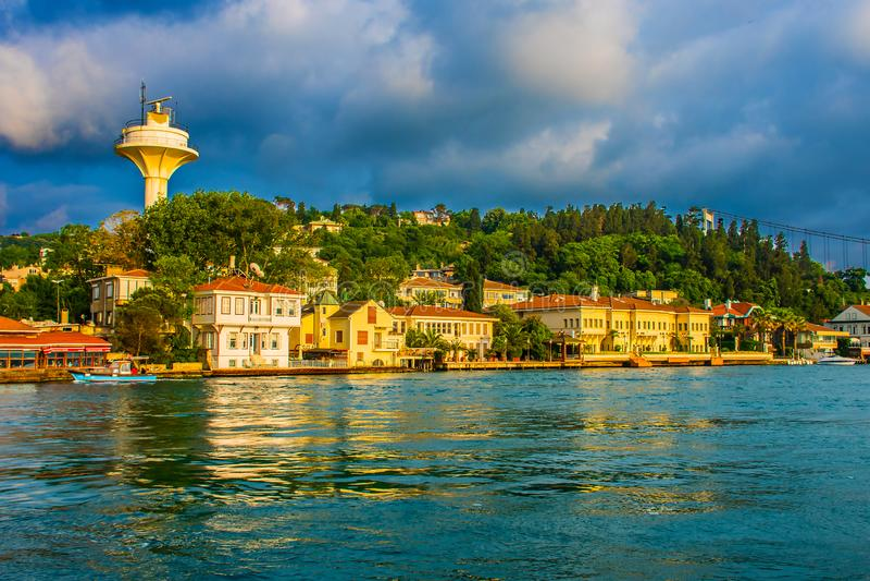 Montagna e mare a Costantinopoli immagini stock