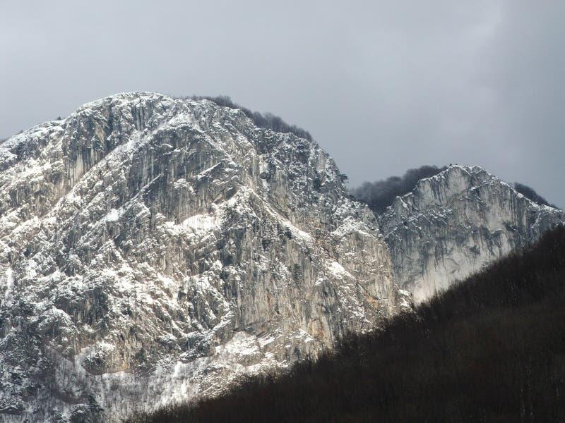 Montagna e neve immagini stock libere da diritti