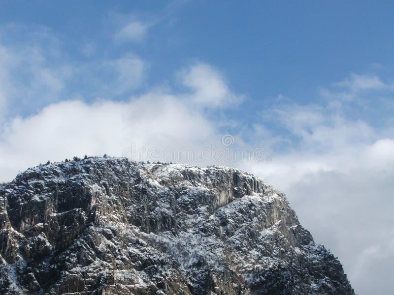 Montagna e neve fotografie stock libere da diritti