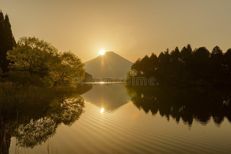 Montagna Fuji nel tempo di alba immagine stock