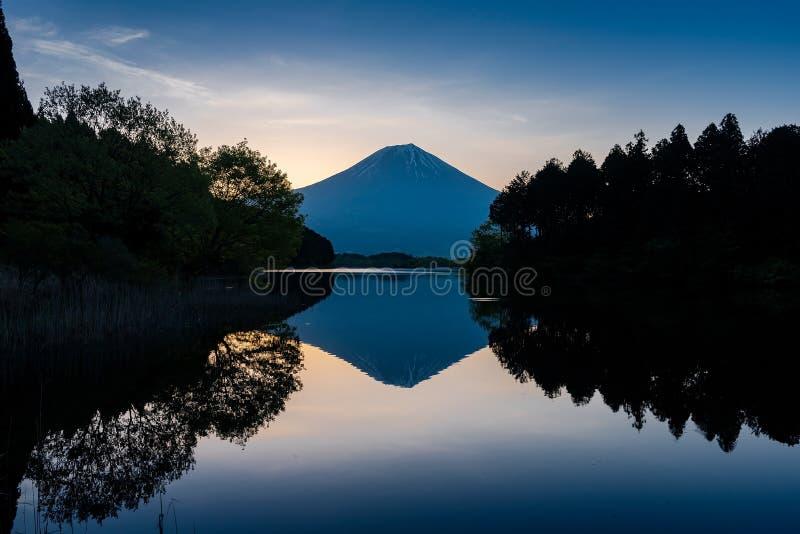 Montagna Fuji nel tempo di alba immagini stock libere da diritti