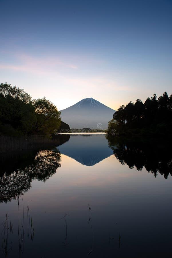 Montagna Fuji nel tempo di alba fotografie stock libere da diritti