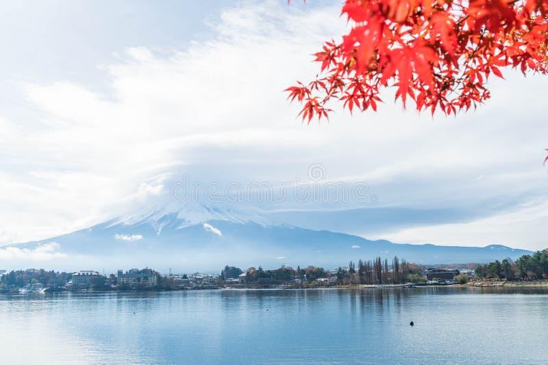 Montagna Fuji San con nuvoloso immagine stock