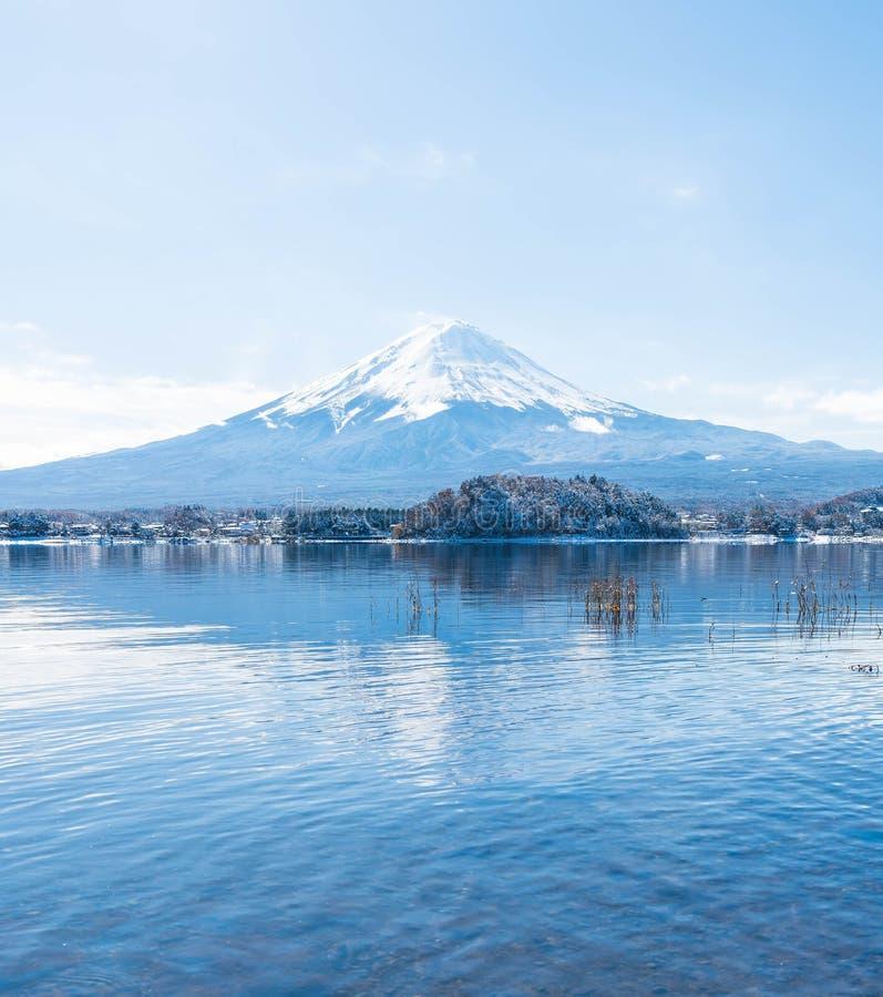 Montagna Fuji San nel lago Kawaguchiko fotografia stock