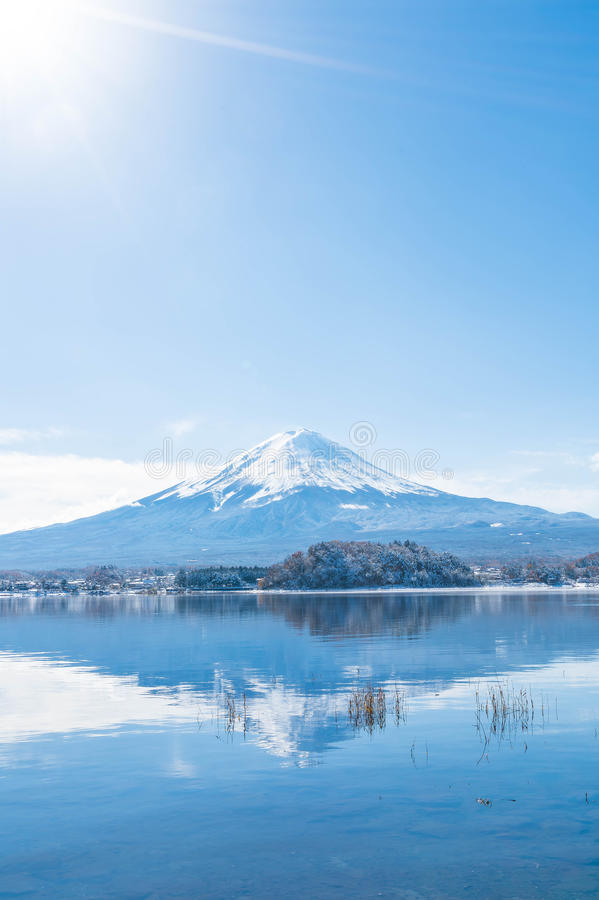 Montagna Fuji San nel lago Kawaguchiko immagine stock