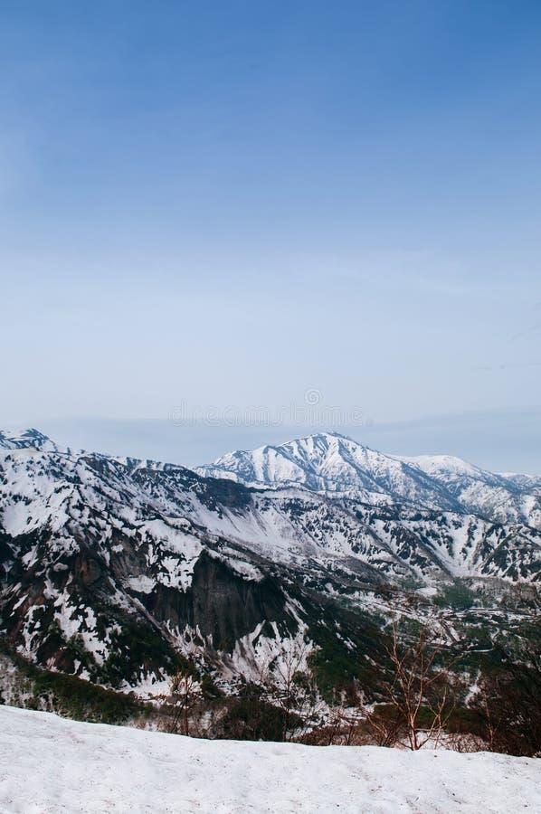 Montagna incantante della neve delle alpi del Giappone a Tateyama Kurobe R alpina fotografia stock