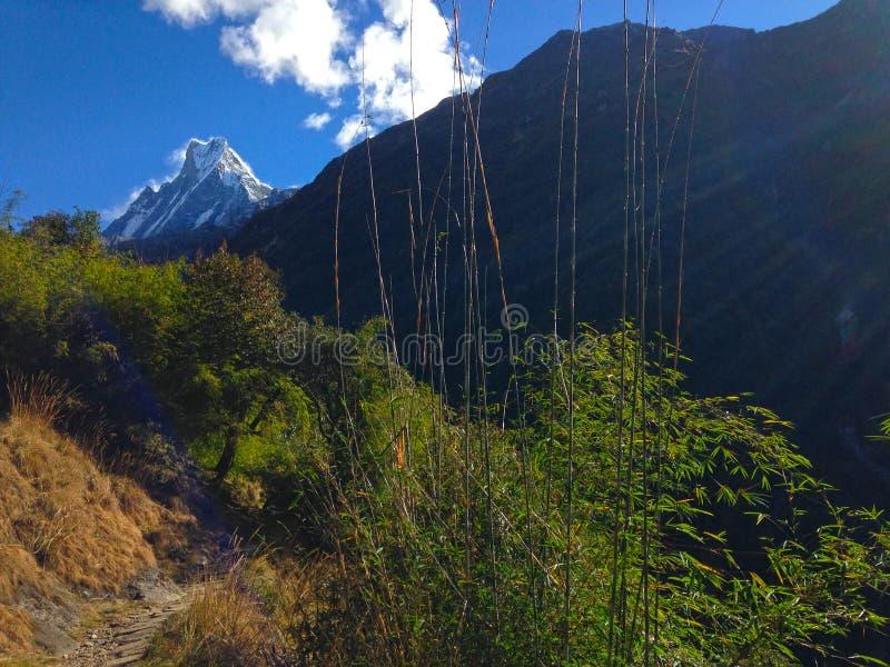 Montagna Machapuchare e cresta fotografie stock libere da diritti