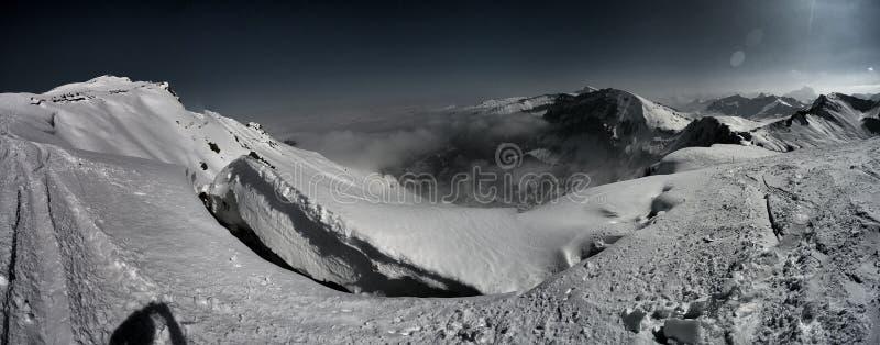 Montagna-Pamorama drammatica over4k fotografia stock libera da diritti