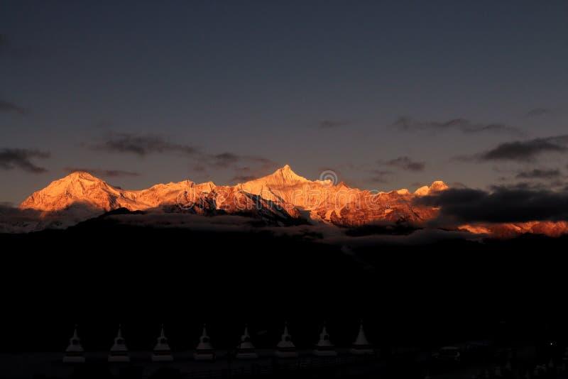 Montagna Rizhao Jinshan della neve di Meili della contea della Cina Deqin fotografia stock libera da diritti