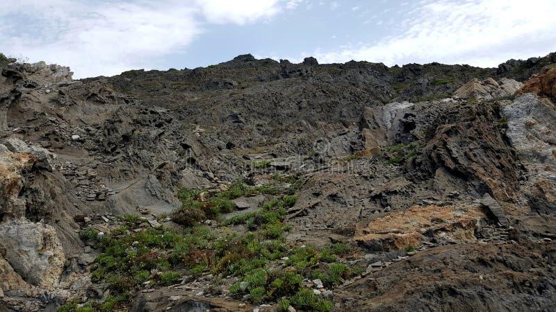 Montagna rocciosa vulcanica grigia del paesaggio immagine stock