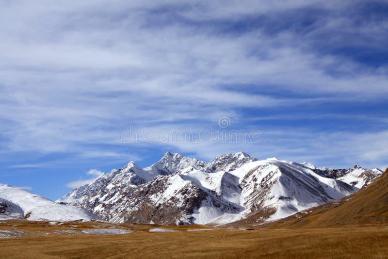 Montagna selvaggia della neve al Kirghizistan immagine stock libera da diritti