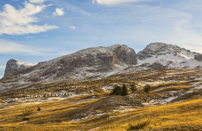 Montagna senza neve nell'inverno fotografie stock libere da diritti