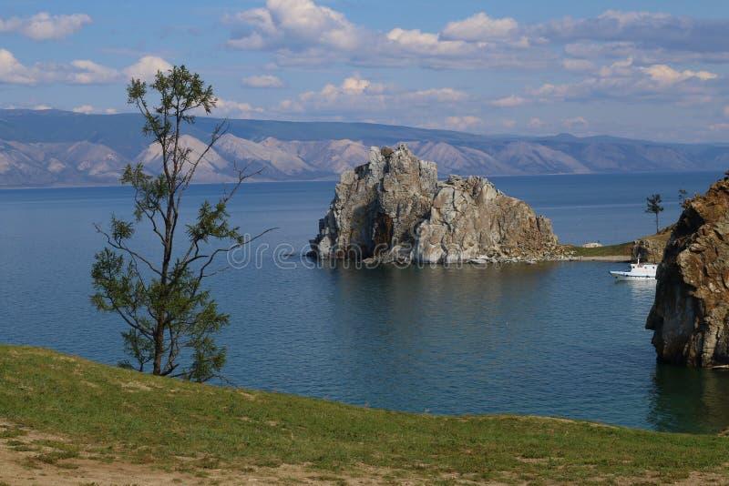 Montagna sul lago Baikal fotografie stock