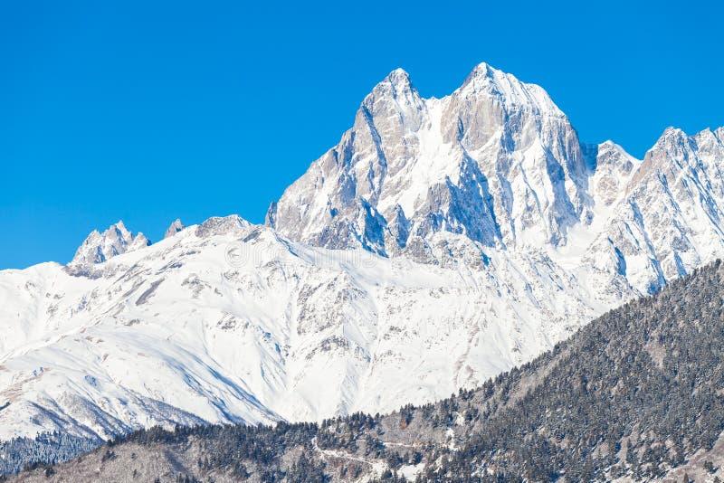 Montagna Ushba della neve fotografie stock