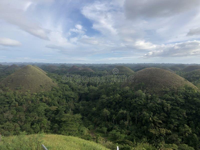 Montagna verde delle colline del cioccolato fotografie stock