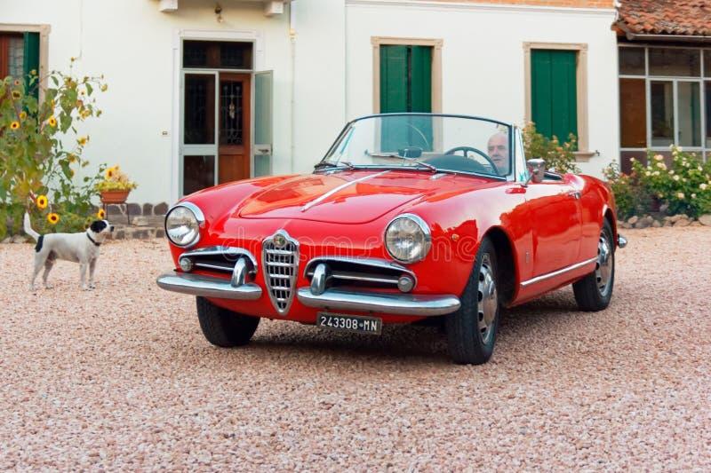Montagnana, Itália 27 de agosto de 2018: Liberação 1961 retro do ode do convertible de Alfa Romeo do carro fotos de stock
