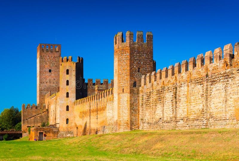 Montagnana, Italië: Oude muren van de middeleeuwse ommuurde stad stock foto's