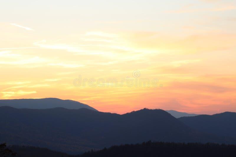 Montagne al crepuscolo fotografia stock