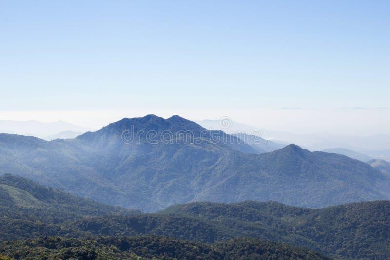 Montagne appalachiane del paesaggio scenico del cielo blu fotografia stock libera da diritti