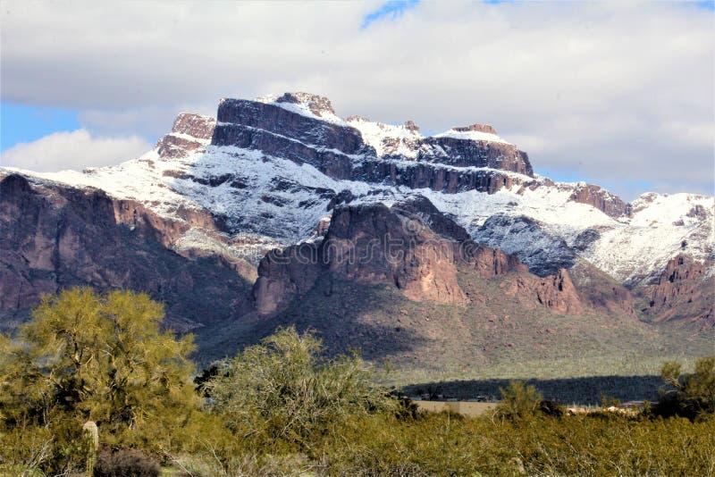 Montagne Arizona, foresta nazionale di Tonto, giunzione di Apache, Arizona, Stati Uniti di superstizione immagine stock