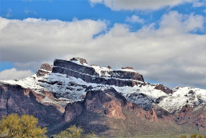 Montagne Arizona, foresta nazionale di Tonto, giunzione di Apache, Arizona, Stati Uniti di superstizione fotografia stock