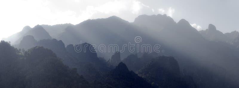 Montagne Asia di morfologia carsica immagini stock libere da diritti