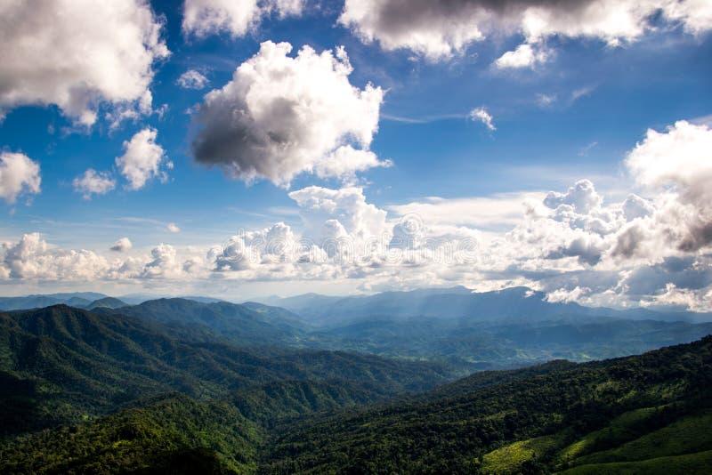 Montagne au parc national de Phusoidao photos stock