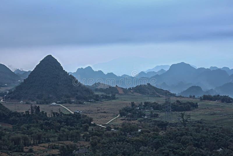 Montagne au Vietnam de la colline images stock