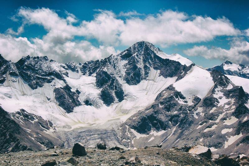 Montagne avec de la glace photo stock