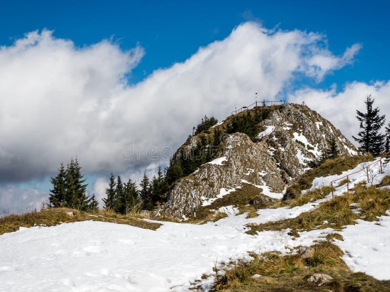 Montagne carpatiche, picco di Postavarul fotografia stock