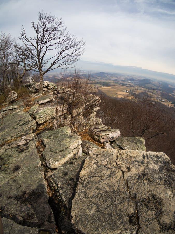 Montagne Cliff Overlooking Eastern Pennsylvania en automne photos libres de droits