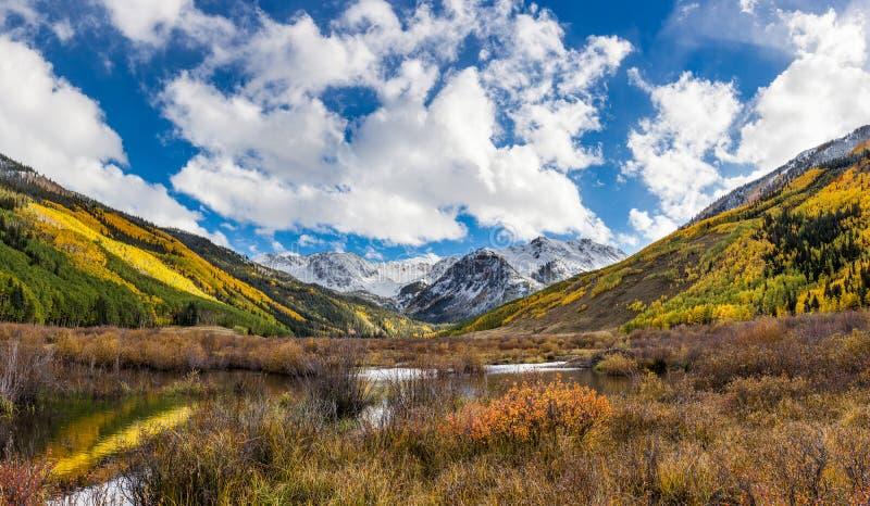 Montagne colorée du Colorado dans la chute photographie stock libre de droits