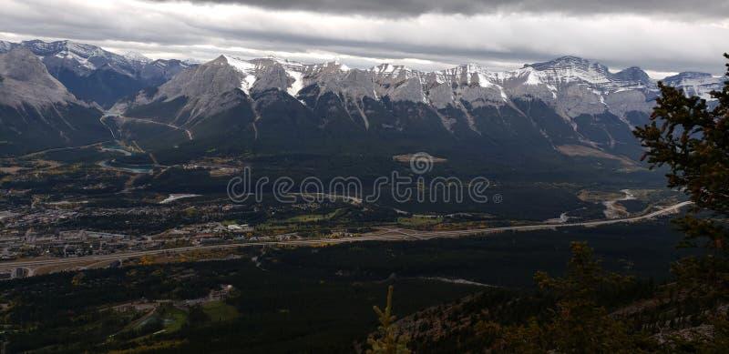 Montagne con Canmore fotografia stock libera da diritti