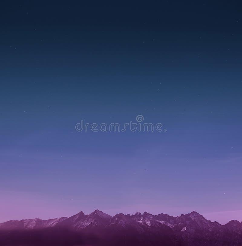 Montagne con le stelle immagini stock libere da diritti