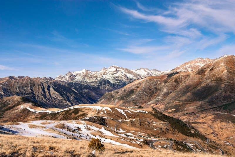 Montagne con neve - Pirenei fotografia stock