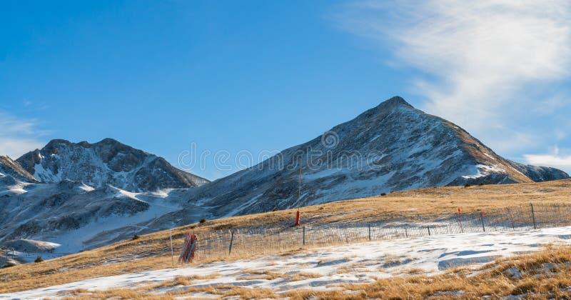 Montagne con neve - Pirenei immagini stock