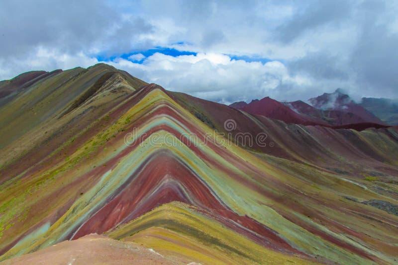 Montagne d'arc-en-ciel de sept couleurs Siete Colores près de Cuzco photos stock