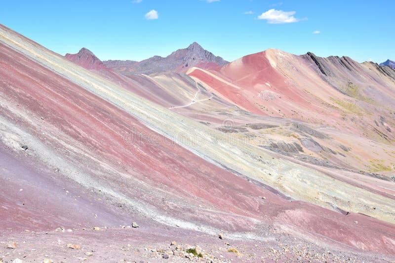 Montagne d'arc-en-ciel près de la gamme de montagne de Vilcanota dans la région de Cusco, Pérou image libre de droits