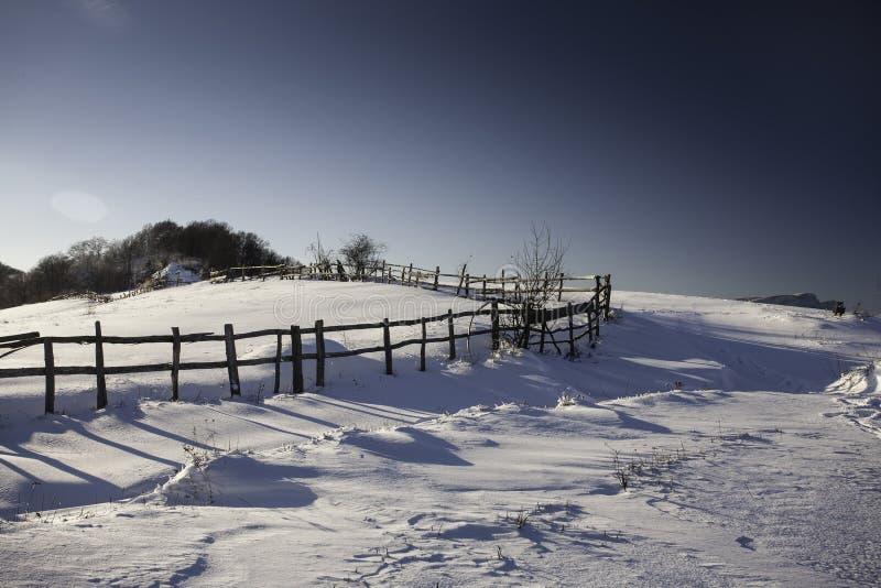Montagne d'hiver photographie stock