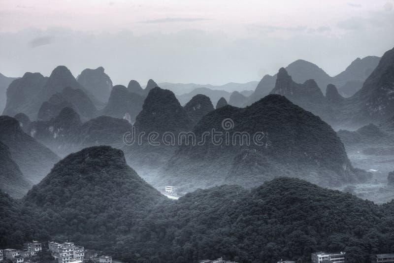 Download Montagne d'horizontal photo stock. Image du côte, aventure - 8661410