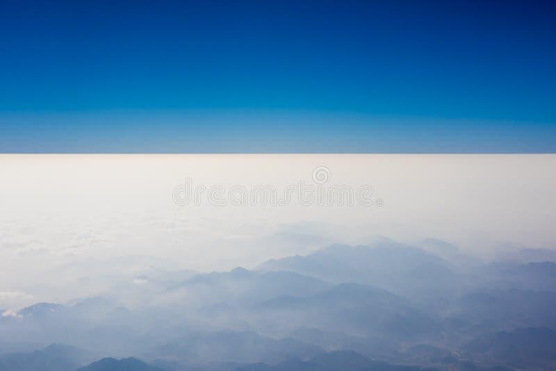 Montagne dall'aereo immagini stock