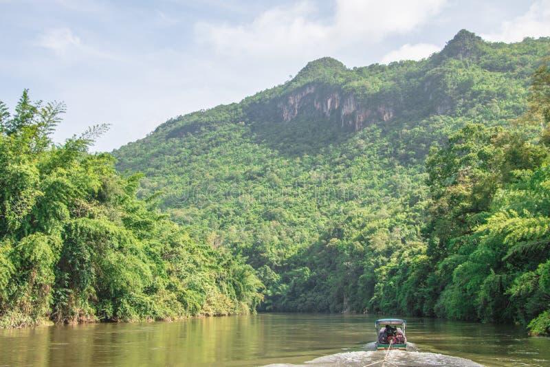 Montagne dans Kanchanaburi images libres de droits