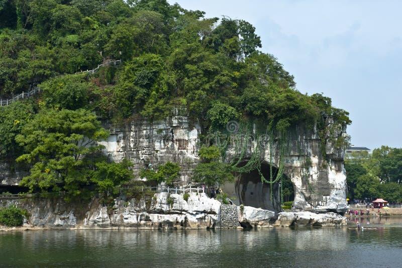 Montagne dans le fleuve Li photos libres de droits