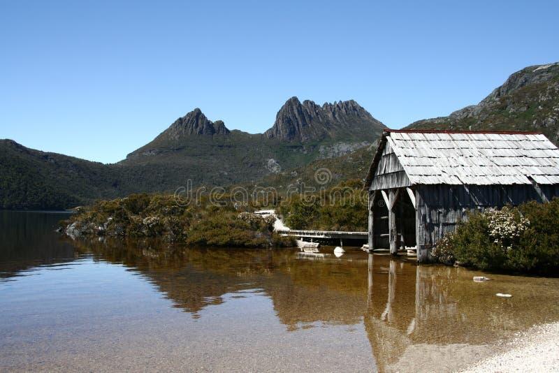 Montagne de berceau et lac dove images libres de droits