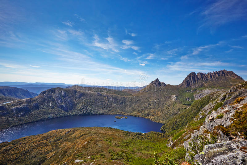 Montagne de berceau et lac dove, Tasmanie images libres de droits