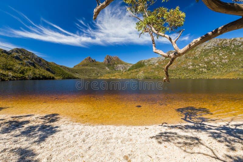 Montagne de berceau : Plage de colombe de lac image libre de droits