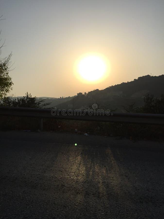 Montagne de coucher du soleil photos stock